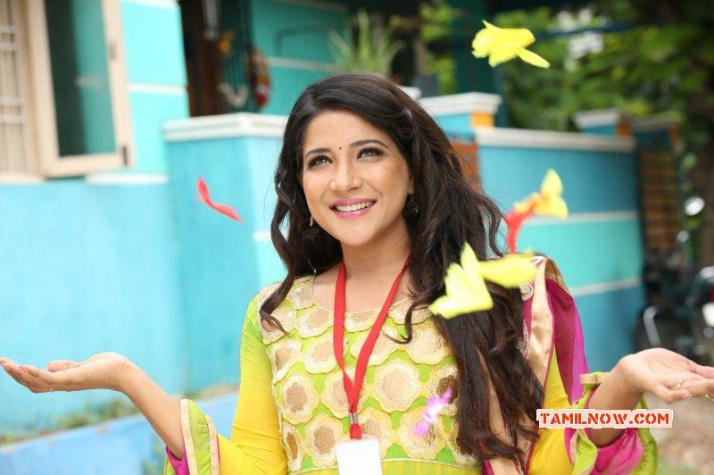 South Actress Sakshi Agarwal Recent Still 4619