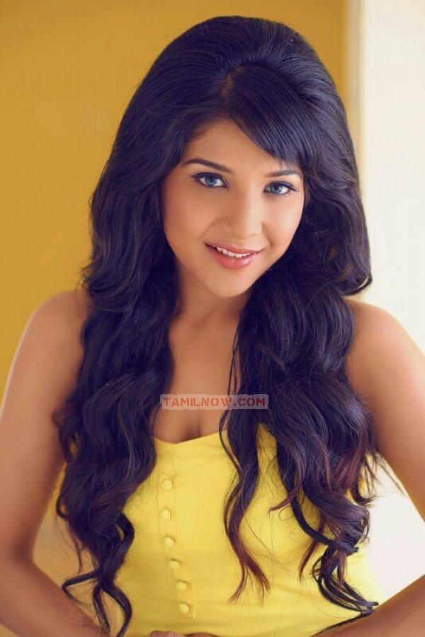 Tamil Actress Sakshi Agarwal Photos 2233