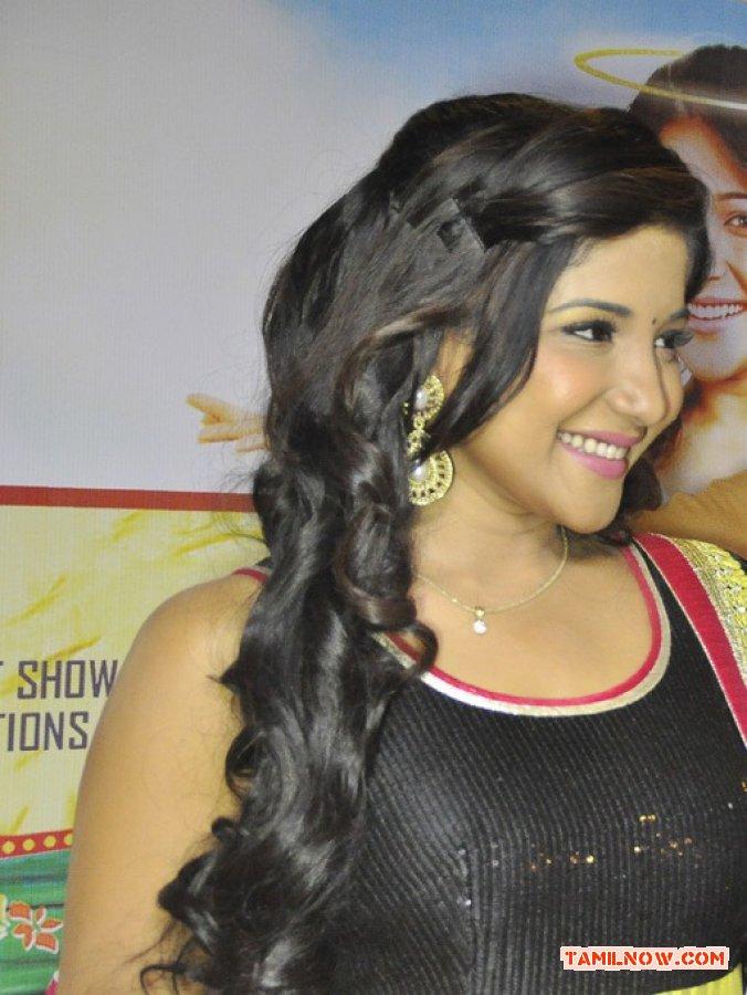 Tamil Actress Sakshi Agarwal Photos 6360