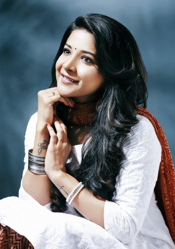 Wallpaper South Actress Sakshi Agarwal 6251