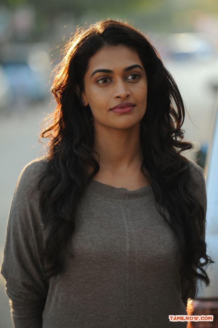 Tamil Actress Salony Luthra Photos 4002