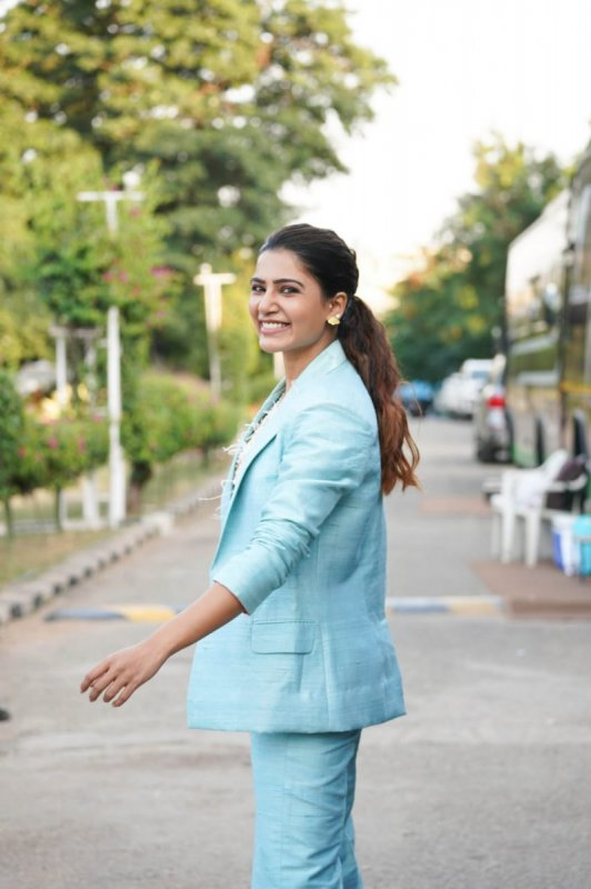Latest Pictures Heroine Samantha 1689