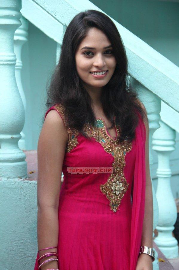 Actress Sania 9564