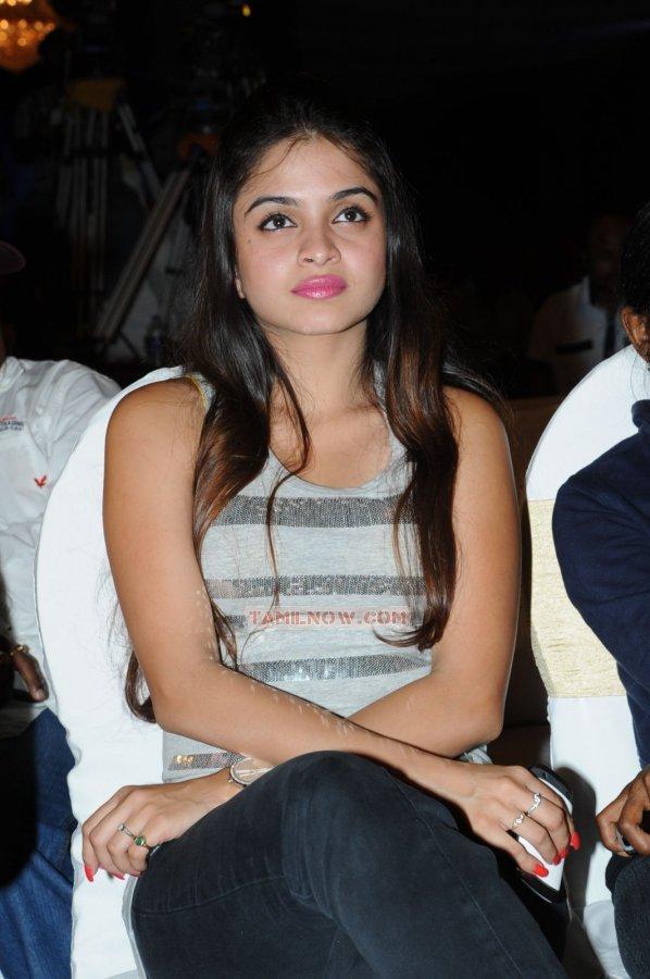 Tamil Actress Sheena Shahabadi 7687