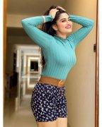 Recent Wallpaper Tamil Movie Actress Shivani Narayanan 2654