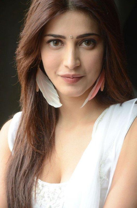 Latest Stills Indian Actress Shruthi Haasan 6683