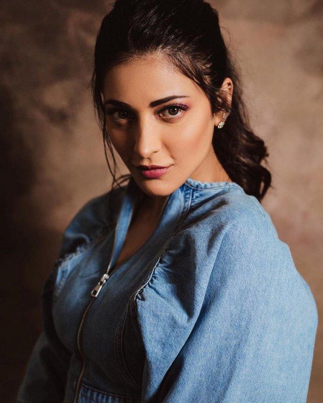 South Actress Shruthi Haasan May 2020 Pics 9265