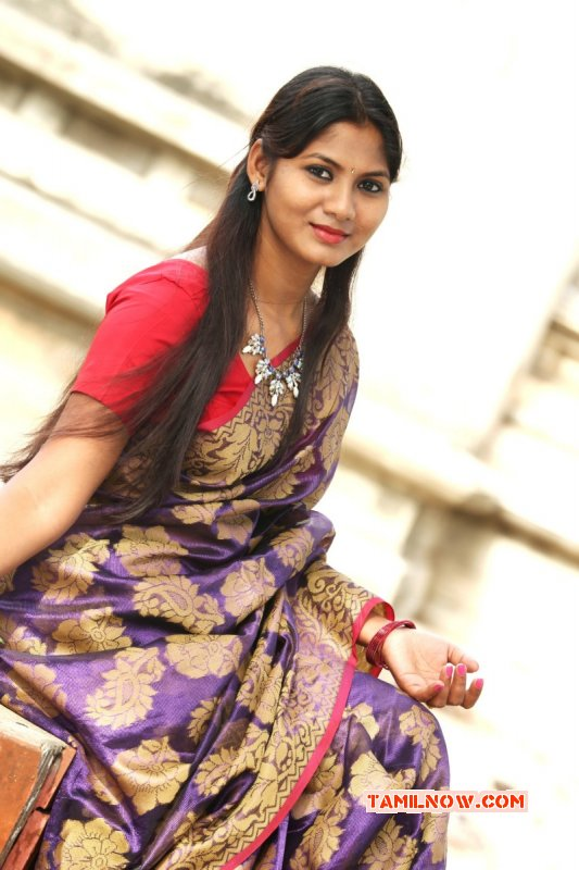 Tamil Heroine Shruthi Reddy New Wallpapers 4868
