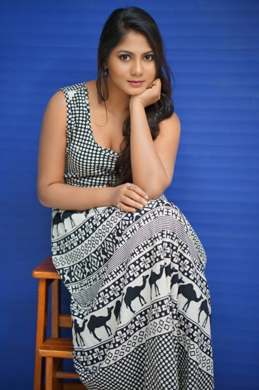 Tamil Movie Actress Shruthi Reddy Galleries 2704