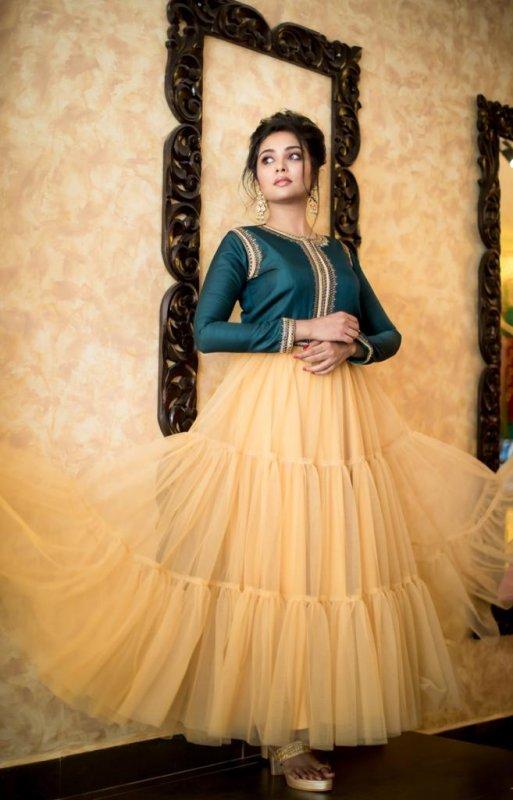 Latest Image Movie Actress Smruthi Venkat 17