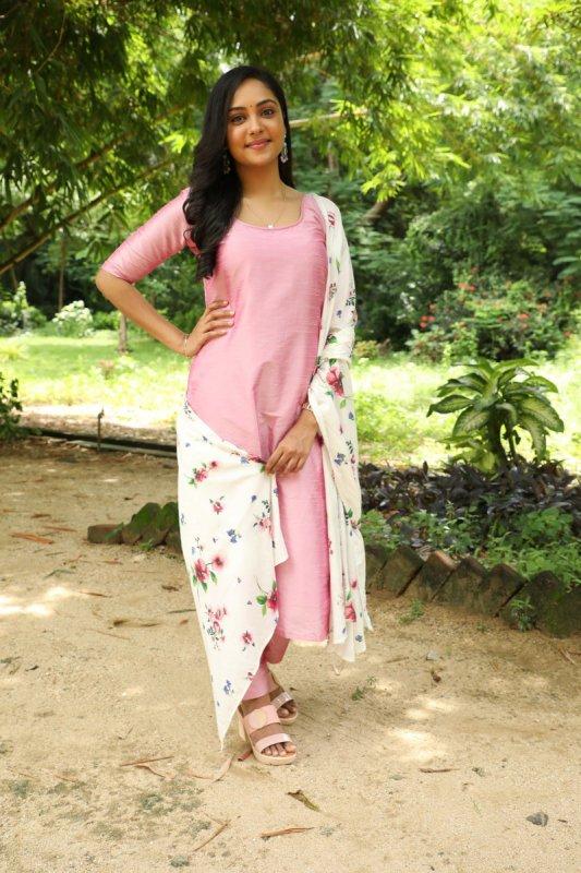 Latest Image Smruthi Venkat Film Actress 2944