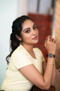Wallpaper Smruthi Venkat Film Actress 80