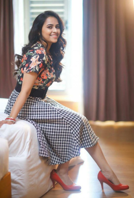 Cinema Actress Sri Divya Jul 2020 Image 6580