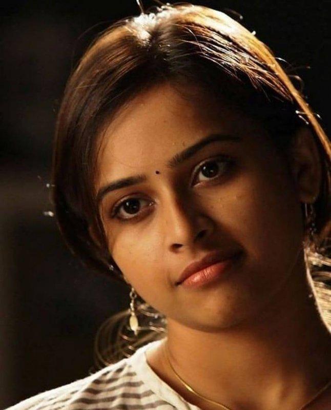 Film Actress Sri Divya New Photos 6129