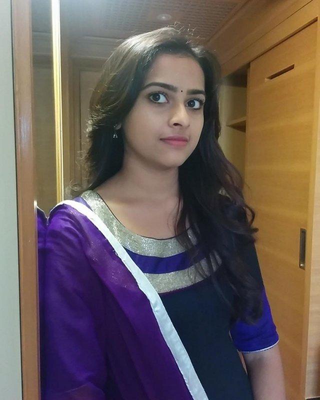 Gallery Sri Divya Movie Actress 9524