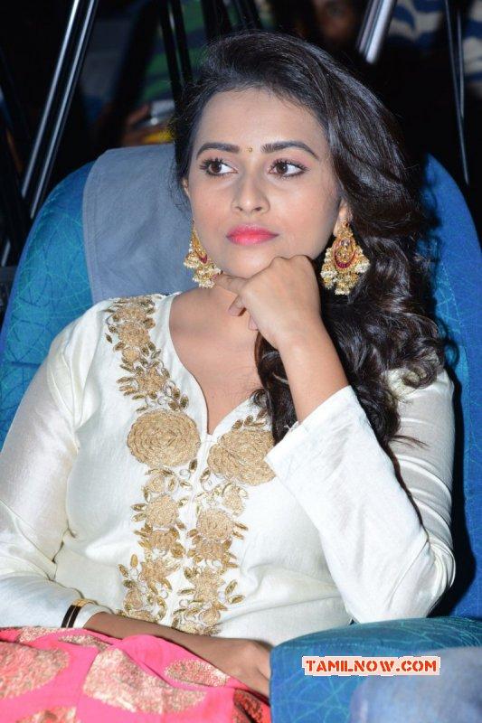 Image Tamil Heroine Sri Divya 3499