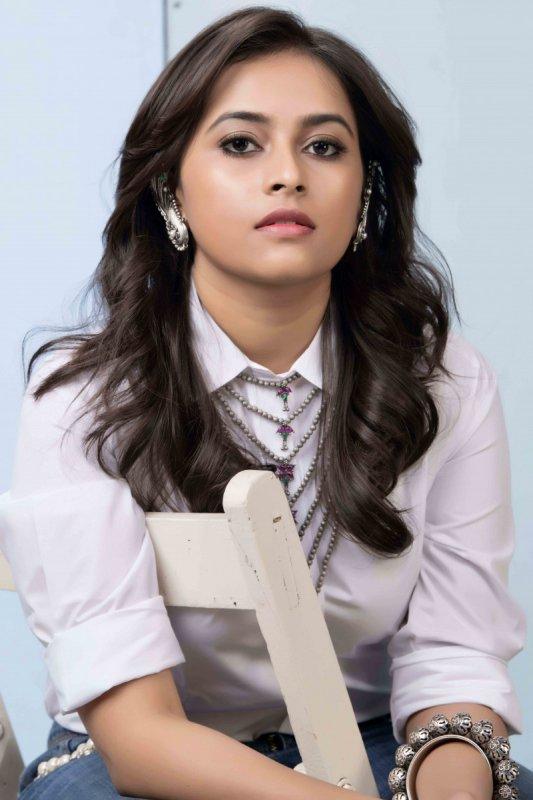 Latest Wallpapers Sri Divya Actress 9933