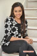 Photos Sri Divya Actress 6012