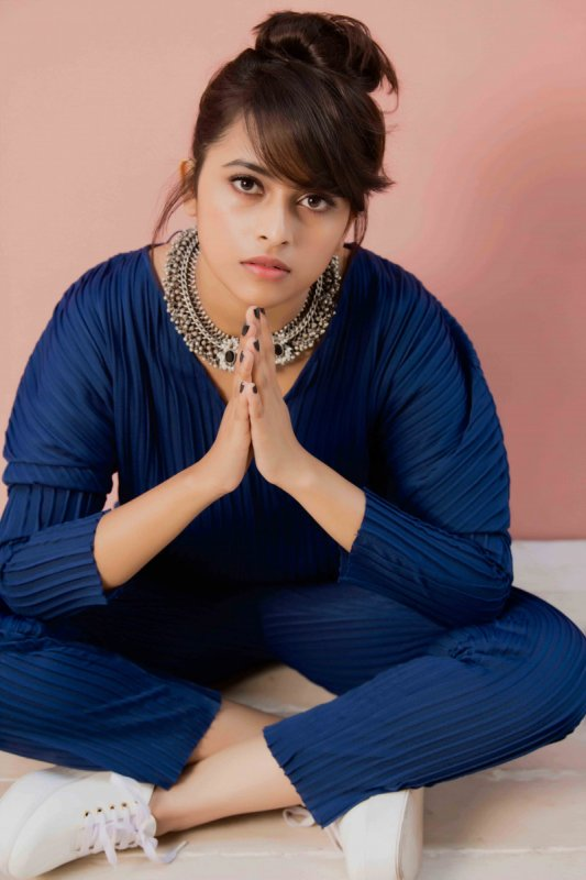 South Actress Sri Divya New Picture 7097
