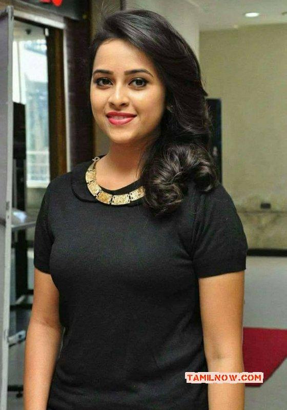 Sri Divya Cinema Actress Picture 2061