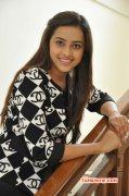 Tamil Actress Sri Divya New Wallpapers 1694