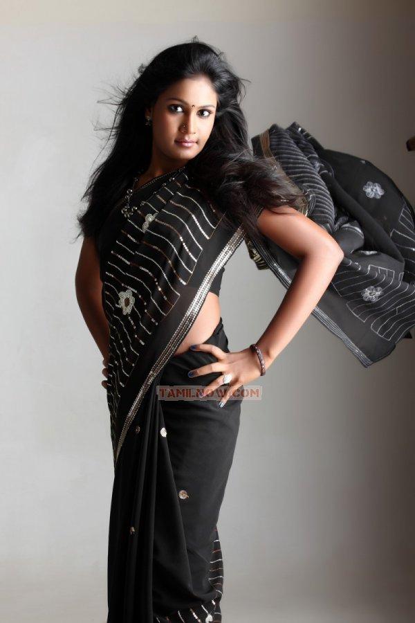 Suhasini Hasini Stills 9433