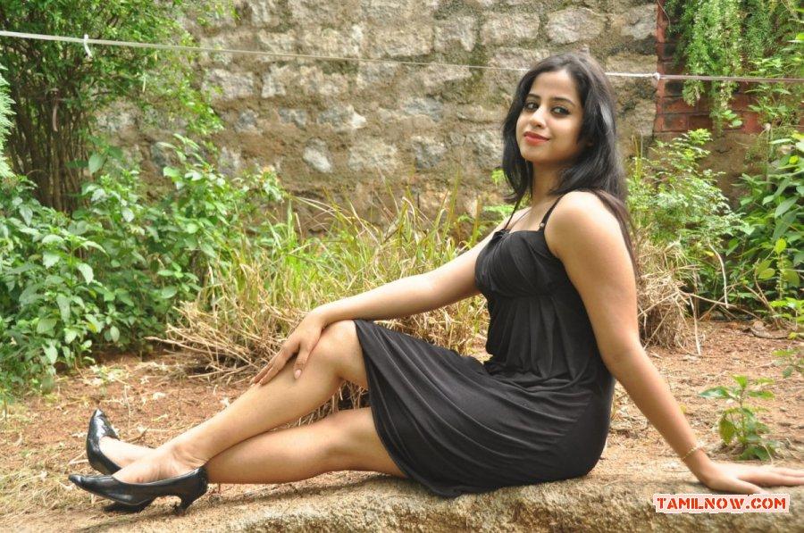 Tamil Actress Swathi Deekshit Photos 6133