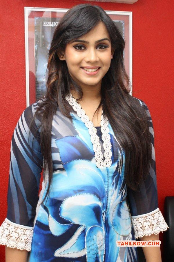 Thulasi Nair Movie Actress Picture 3596