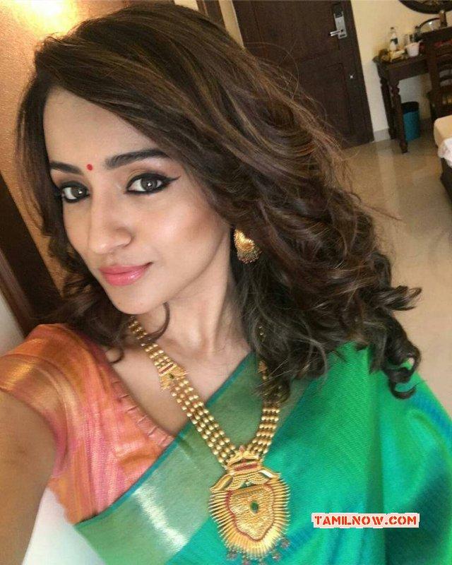 Trisha Krishnan Tamil Movie Actress New Wallpaper 6477