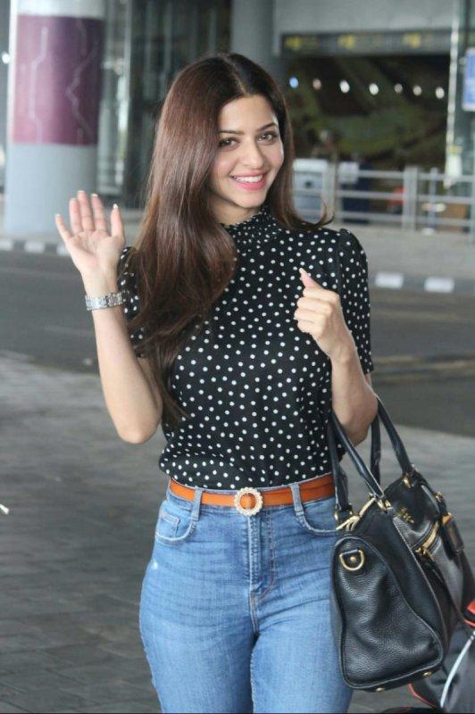 Recent Pictures Vedhika Film Actress 512