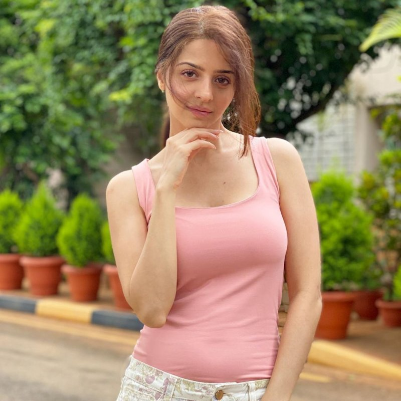 Tamil Actress Vedhika New Images 6215