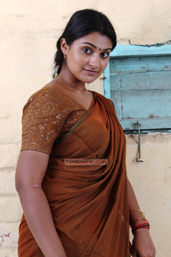 http://www.tamilnow.com/movies/gallery/aarohanam/tamil-movie-aarohanam-332.jpg