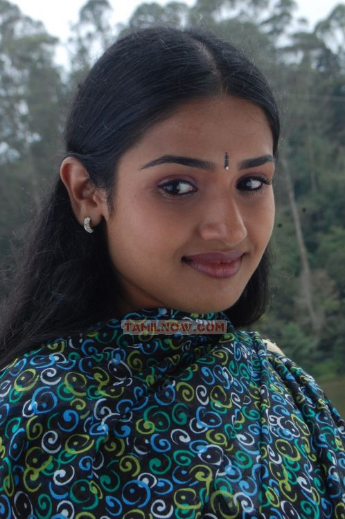http://www.tamilnow.com/movies/gallery/kaadhal-paadhai/tamil-movie-kaadhal-paadhai-stills-6244.jpg