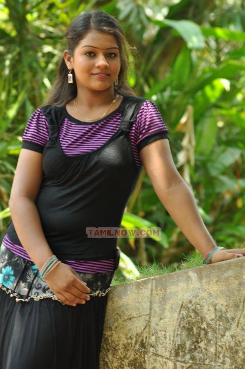 Hot Tamil Ponnu