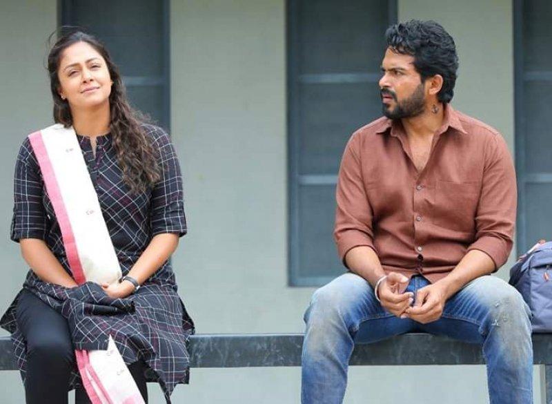 Jyothika And Karthi In Thambi Movie 475