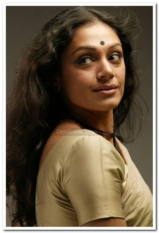 Shobhana - Tamil Movie Vetri Nadai Stills