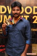 Siva Karthikeyan With Behindwoods Gold Medals 581