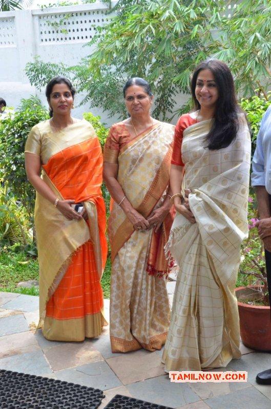 Tamil Event Jyothika At Heirloom Kanjivaram Exhibition Aug 2017 Photos 8584