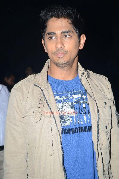 http://www.tamilnow.com/movies/misc/kadhalil-sodhappuvadhu-yeppadi-audio-launch/siddharth-narayan-739.jpg