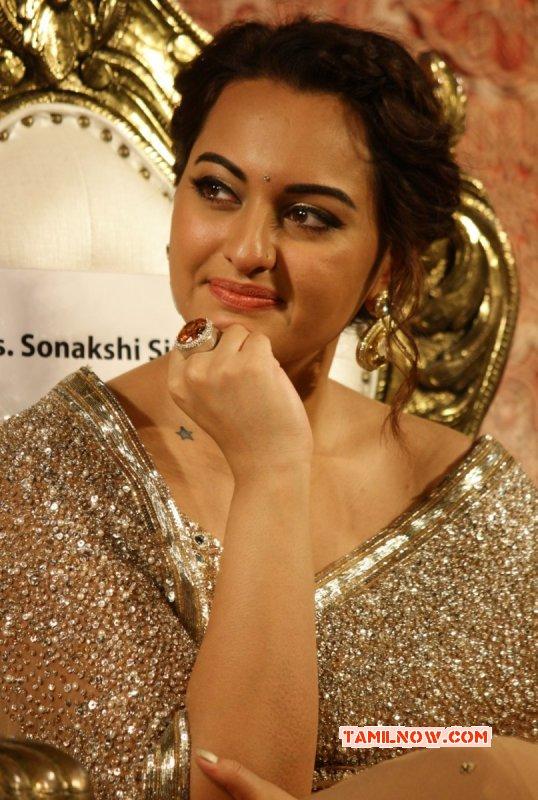 Event Actress Sonakshi Sinha At Lingaa Audio Launch 52