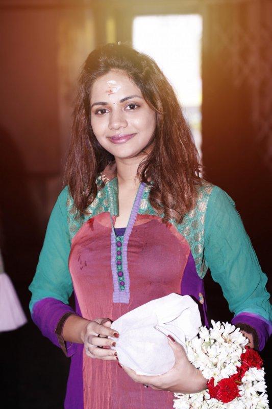 Aishwarya Dutta Polladha Ulagil Bayangara Game 305