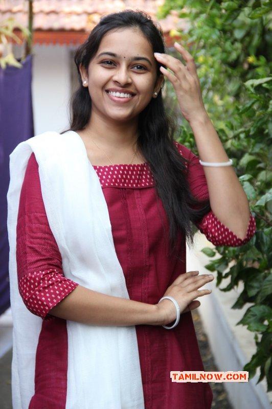 Photo Actress Sri Divya 289