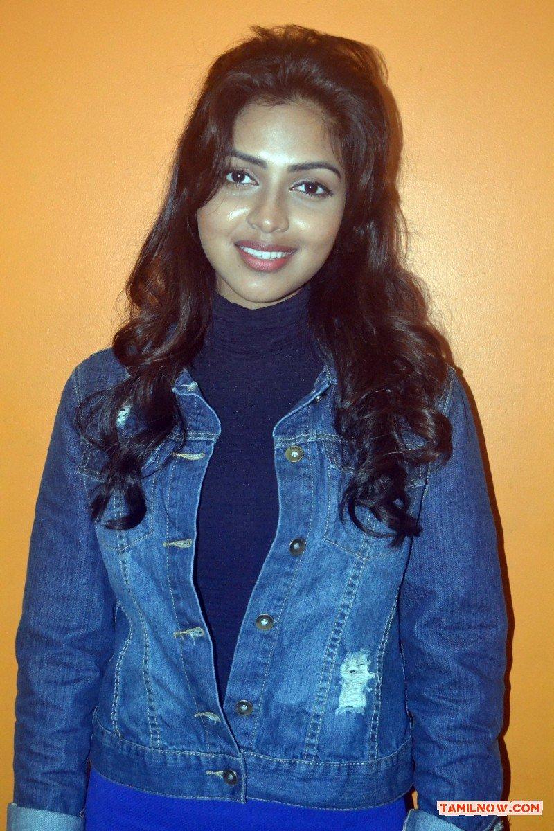Actress Amala Paul At Velaiyilla Pattathari Audio Launch 871