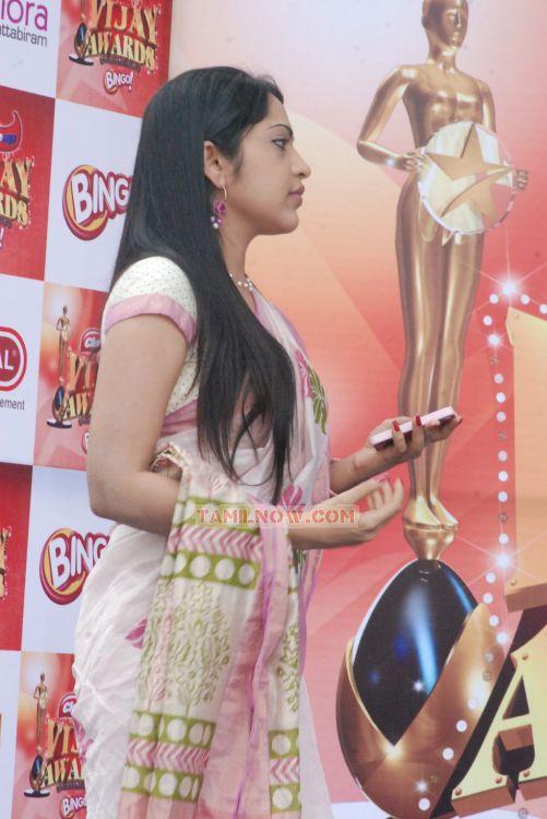 Anchor Ramya 371 - Tamil Movie Event Vijay Awards Rasigan Express Bus ...